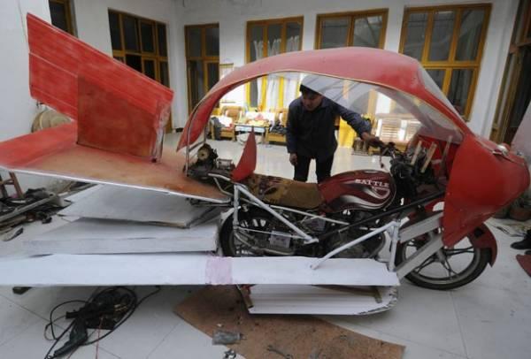 Chinês transforma moto em avião, mas falha em voo de teste