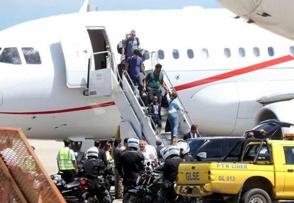 Madonna chega ao Brasil com os 4 filhos e o namorado
