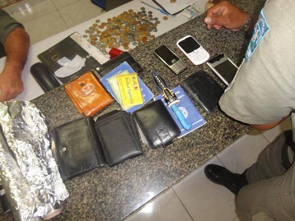 PM fecha ponto de venda de drogas e apreende 48 pedras de crack