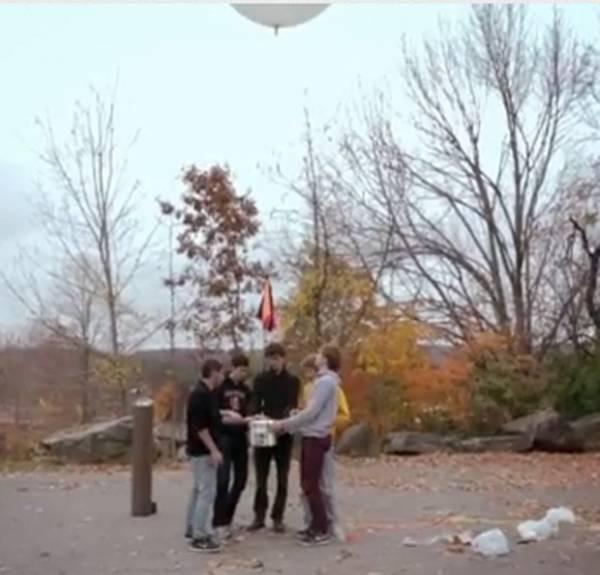 Grupo envia hambúrguer ao espaço e lanche alcança 30 Km de altura