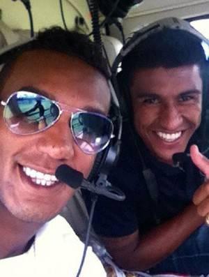 Contra atraso, Paulinho vai de helicóptero ao treino do Corinthians