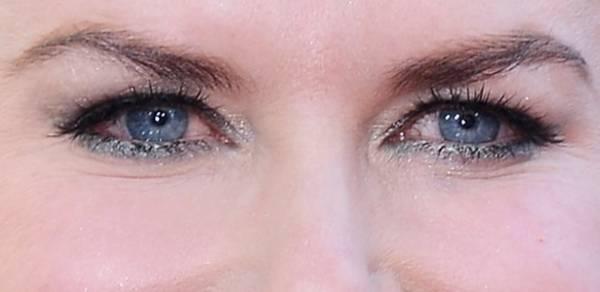 Lápis de olho colorido é aposta para maquiagem de verão