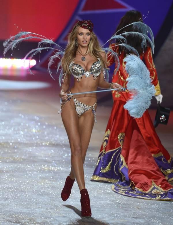 De lingerie, modelo sul-africana exibe sua