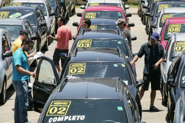 IPVA de carro usado cairá cerca de 10% em 2013 com queda do IPI