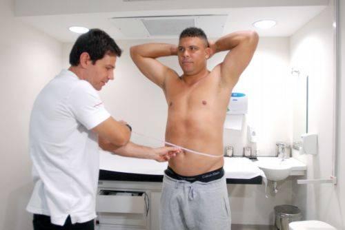 Preparador se surpreende ao tirar 1ª medida de Ronaldo e aumenta a meta