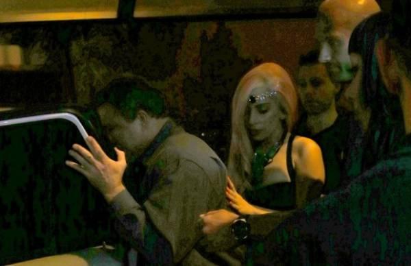 Em restaurante, Lady Gaga se impressiona com caju: