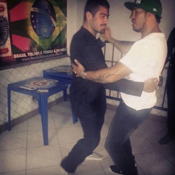 Gracyanne Barbosa posta foto de Belo dançando juntinho com ex-BBB Yuri