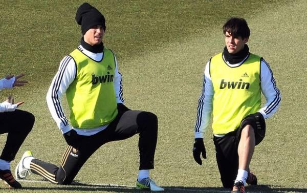 Kaká e Cristiano Ronaldo se atrasam e devem ser multados pelo Real