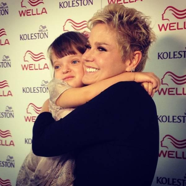 Rafaella Justus se emociona ao encontrar Xuxa em show