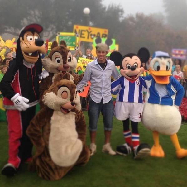 Neymar forma time com craques da Disney e faz fãs vibrarem