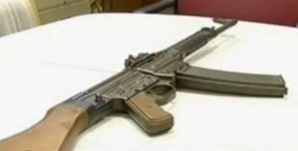 Americana tenta se desfazer de rifle sem saber que arma vale R$ 80 mil