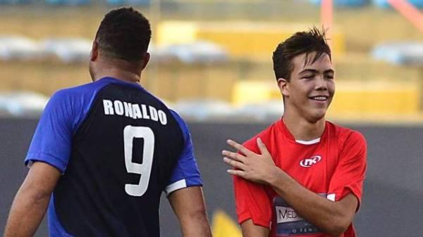 Ronaldo e o filho Ronald duelam no campo para o â??Medida certaâ??