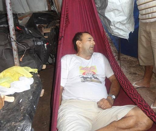 Camelô é encontrado morto em rede dentro de barraca de lona