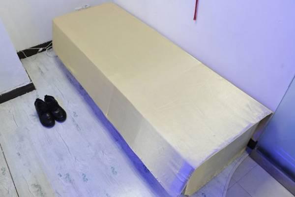 Clínica chinesa cobra R$ 664 por terapia dentro de caixão