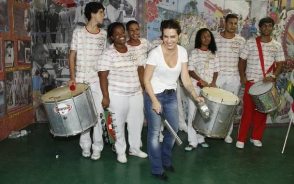Cleo Pires participa de lançamento de projeto de carnaval