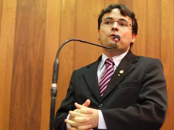 Deputado e pastor discutem sobre lei contra homofobia no Piauí