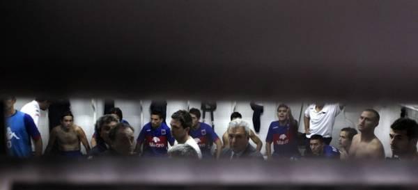 Jogadores do Tigre prestam queixa na delegacia; vestiário fica destruído