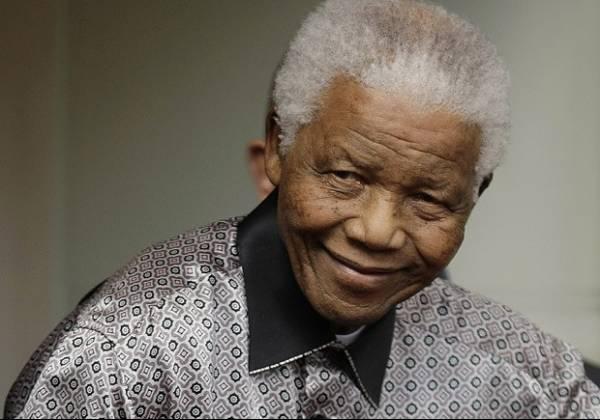 Nelson Mandela faz cirurgia para retirada de pedras na vesícula