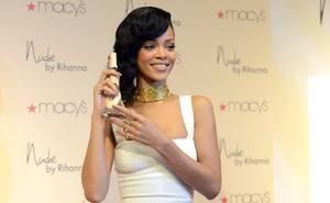 Simon Cowell quer Rihanna como jurada do