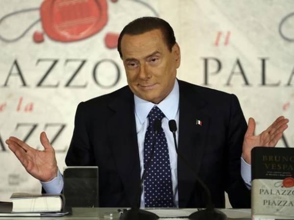 Berlusconi: acusação de pedofilia foi pura difamação