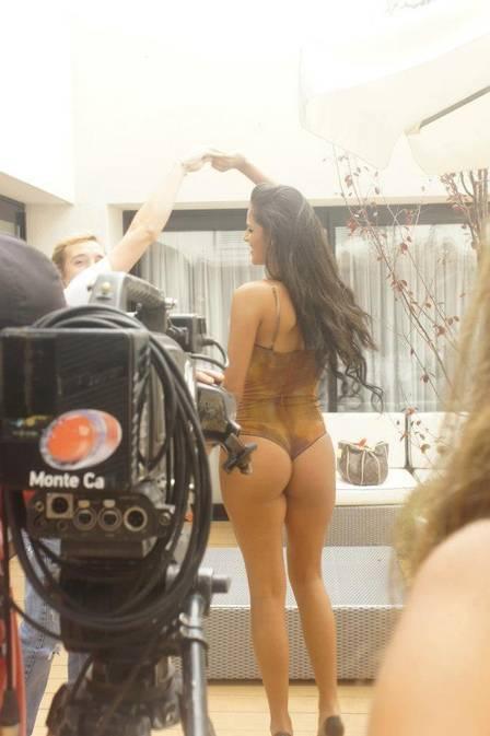 Irmã do atacante Loco Abreu faz ensaio no Uruguai e exibe belo corpão