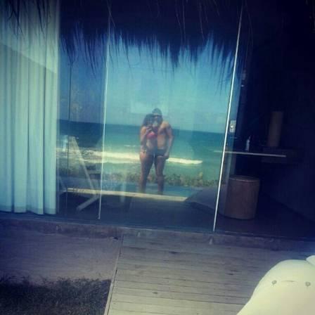 Paulo Henrique Ganso aproveita férias com a namorada no Ceará