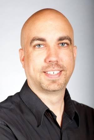 Professor do ano perde emprego após correr pelado em desafio