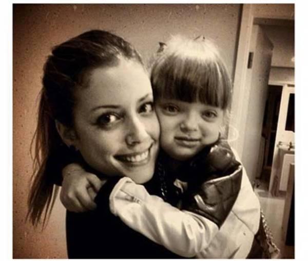Fabiana posta foto com a irmã Rafa Justus no colo: