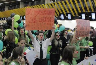 Justiça dá prazo de oito dias para Gol reintegrar 850 funcionários da Webjet
