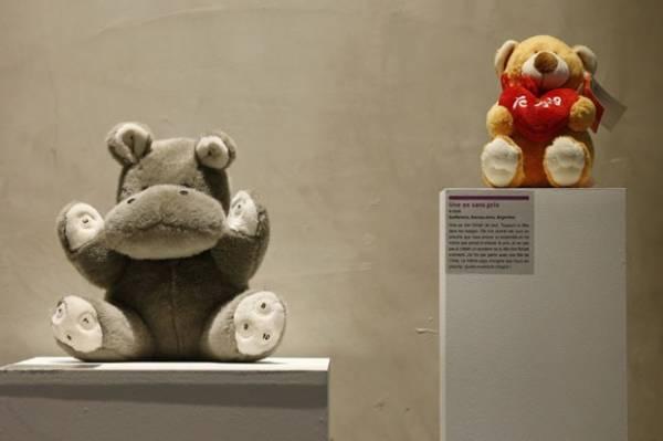 Museu das Relações Terminadas reúne machado e mais itens curiosos