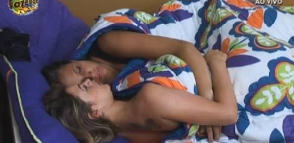 Record reconhece, mas tenta esconder casal lésbico de A Fazenda de Verão
