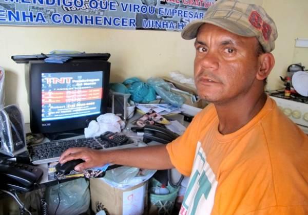 Ex-morador de rua vira empresário e cria slogan curioso