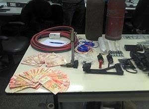 Homem é preso com explosivos e detonadores