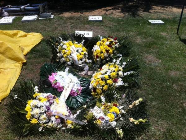 Casal achado morto dentro de carro é enterrado na mesma sepultura