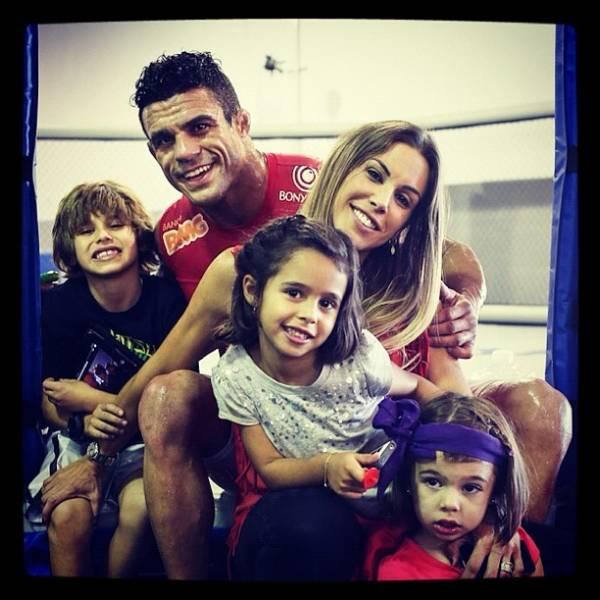 Família visita treino de Belfort, que mostra boa forma antes do UFC SP