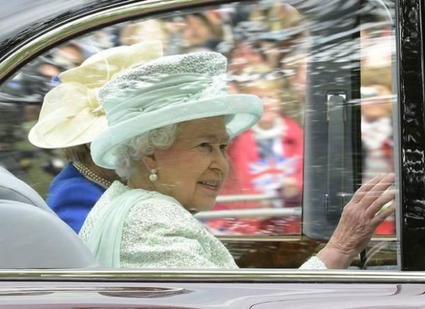 Rainha Elizabeth vai transmitir mensagem de Natal em 3D