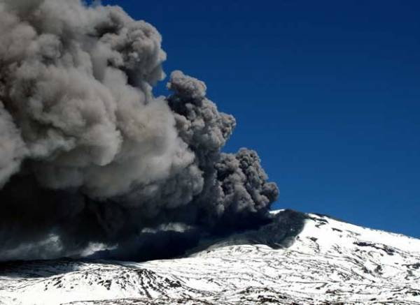 Cinzas de vulcão deixam Chile e Argentina em estado de alerta