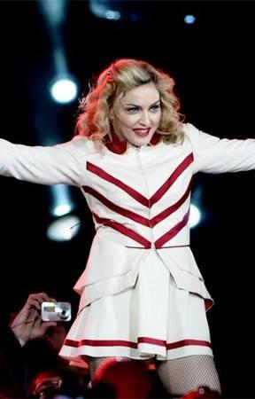 Cozinheiro da Madonna causa tumulto em voo e acaba preso