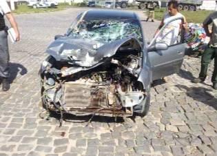 Motorista embriagado tenta fugir da polícia e provoca acidentes