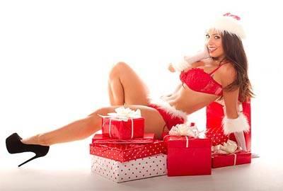 Ex-namorada do jogador Adriano faz ensaio sexy com inspiração natalina