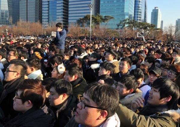 Evento de namoro organizado no Facebook atrai milhares em Seul