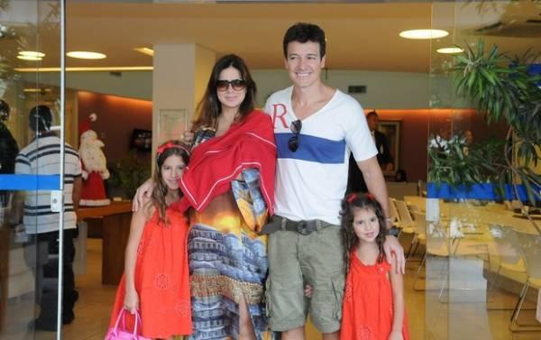 Mulher de Rodrigo Faro, Vera Viel deixa maternidade com a filha