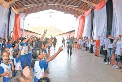 Voluntários levam alegria a crianças da Casa Meio Norte