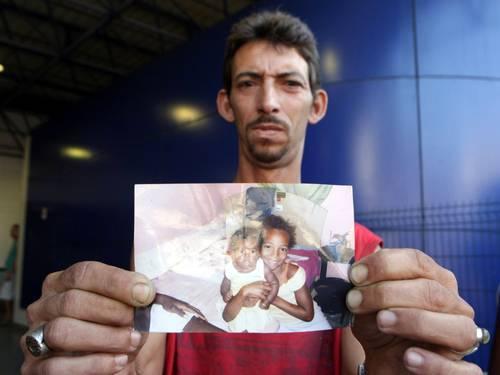 Menina atingida por bala perdida segue em estado grave; médico teria pedido demissão - Imagem 1