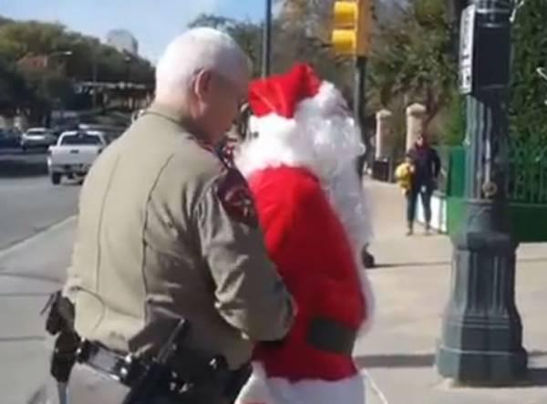 Papai Noel é preso nos EUA por riscar com giz calçada