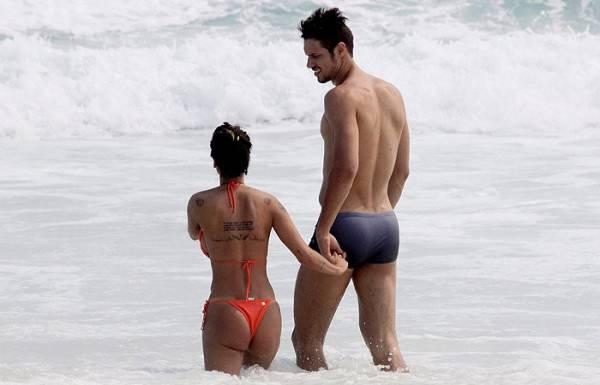 Ex-panicat Lizi Benites exibe corpão tatuado em dia de praia com namorado; veja fotos!