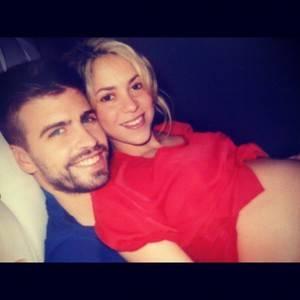 Piqué anuncia nascimento de filho com Shakira no