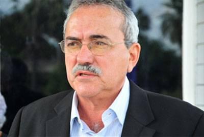 Escolas em tempo integral serão prioridade em 2013, declara Átila Lira