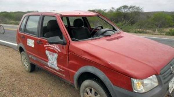 Motorista sem carteira de habilitação capota veículo de prefeitura no Piauí