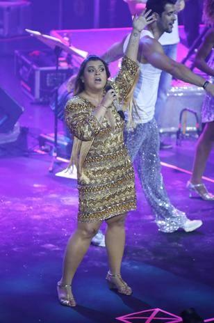 Preta Gil faz usa decote ousado em show no Rio de Janeiro